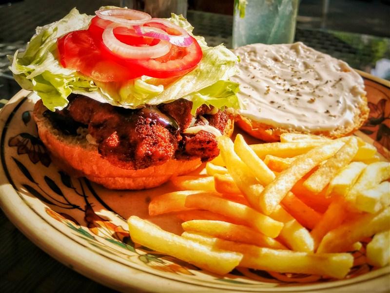 burger-mad-house-cafe