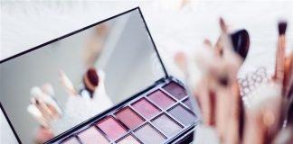 travel-makeup-checklist