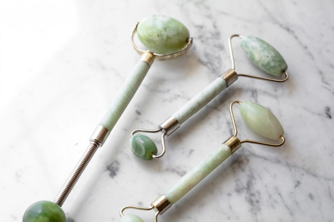 how-to-use-jade-roller