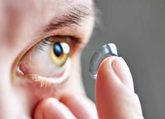 travelling-with-contacts